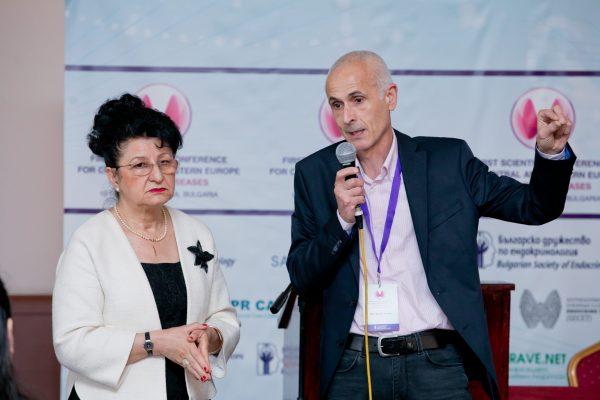 Проф. д-р Анна-Мария Борисова до нея проф.Пандев
