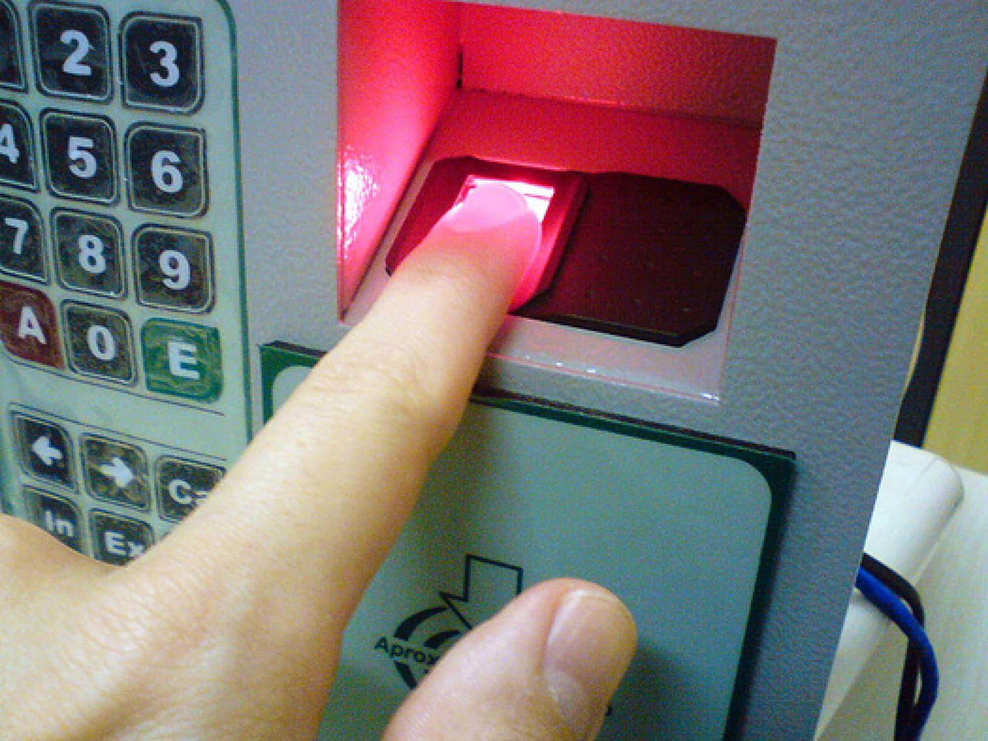 800px-Fingerprint_scanner_identification